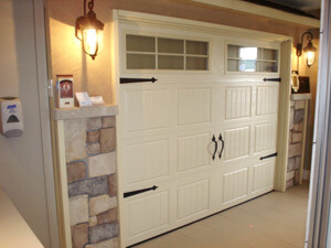 Showroom with a Garaga North Hatley door
